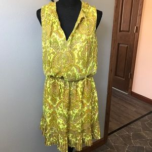 BANANA REPUBLIC Yellow pleated paisley dress